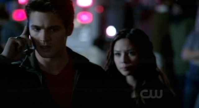The Vampire Diaries 3x07 Jeremy and Caroline discuss the necklace