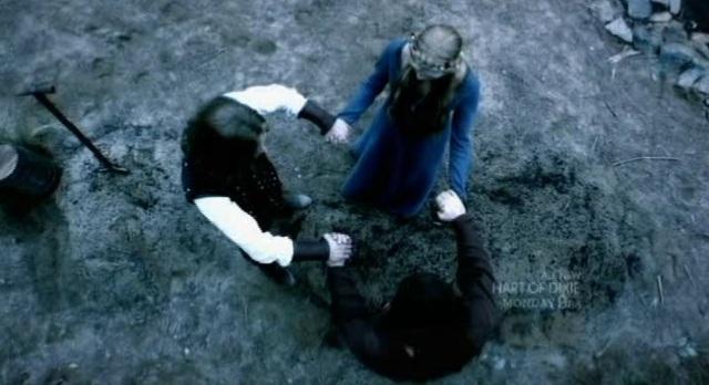 The Vampire Diaries S3x08 - Originals join hands