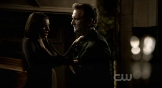 The Vampire Diaries S3x09 - Elena daggers Mikael