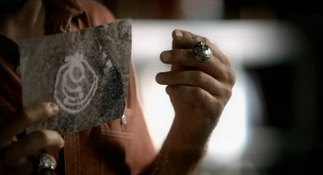The Vampire Diaries S3x08 - The Necklace is drawn on the cave