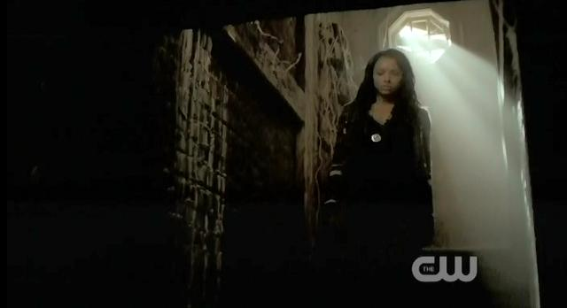 The Vampire Diaries S3 x 10 Bonnie in Haunted house
