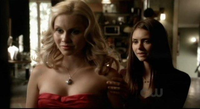 The Vampire Diaries S3x09 - Elena smiles before the daggering