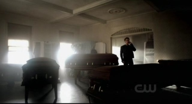 The Vampire Diaries S3x09 - The coffins come home