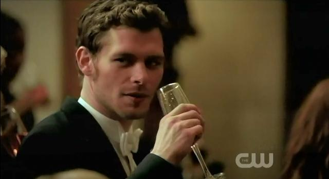 The Vampire Diaries S3x14 Klaus drinking champagne