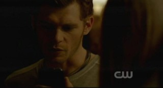 The Vampire Diaries S3x15 - Klaus looks at the foreboding video