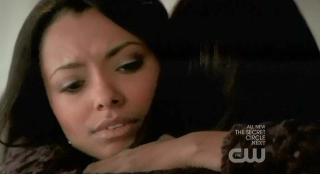 The Vampire Diaries S03x17 Bonnie hugs Elena