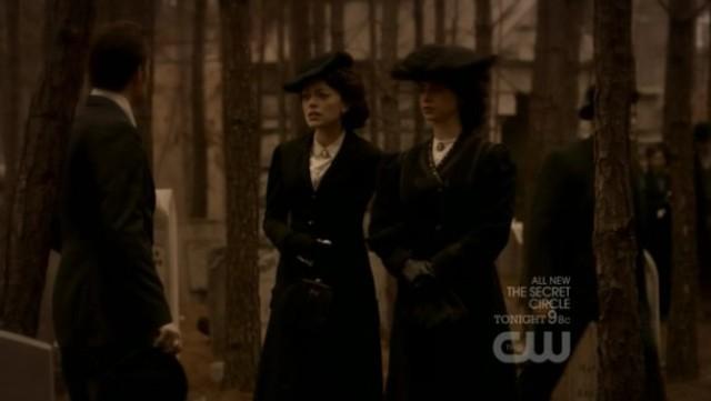 The Vampire Diaries 3x16 - Stefan talks to Marianna Lockwood and Samantha Lockwood