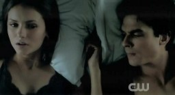 The Vampire Diaries S3x19 Elan and Damon laying in bed