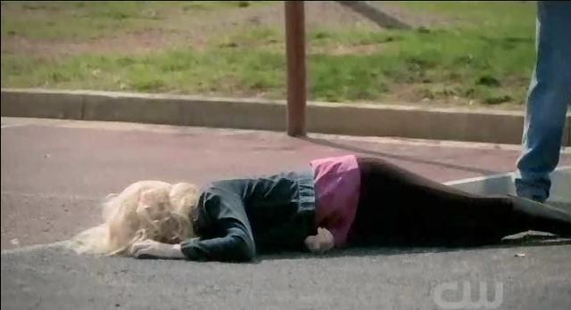 The Vampire Diaries S3x21 Alaric knocking Caroline out