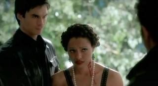 The Vampire Diaries S3x21 Damon holding Bonnie up