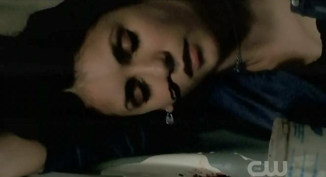 The Vampire Diaries S3x21 Elena passed out