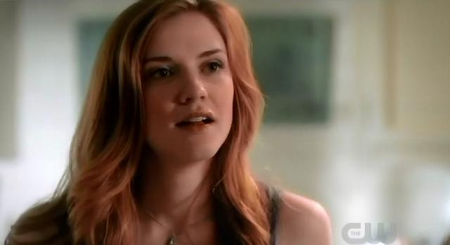 The Vampire Diaries S3x22 Aunt Jena talking to Elena