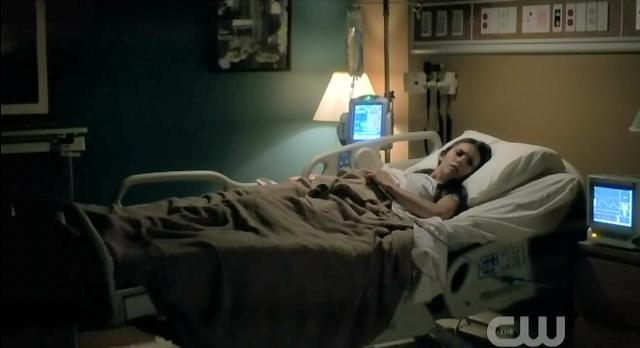 The Vampire Diaries S3x22 Elena in the hospital