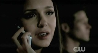 The Vampire Diaries S3x22 Elena on the phone with Damon