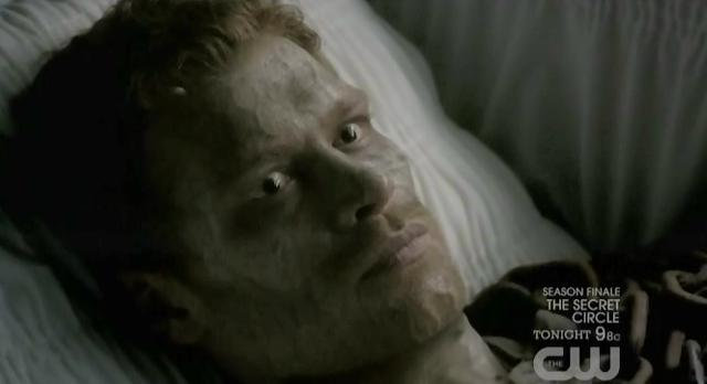 The Vampire Diaries S3x22 Klaus in his coffin