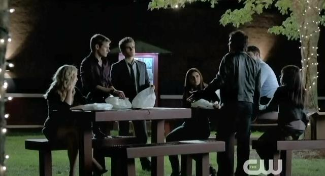 The Vampire Diaries S4 x 2 Everyone getting together for a memorial