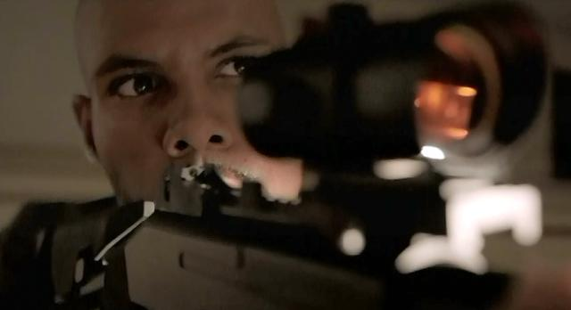 The Vampire Diaries S4 x 2 The vampire hunter trying to shoot Elena