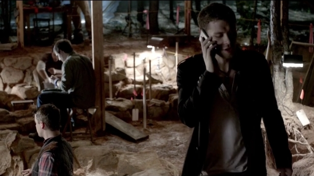 The Vampire Diaries S4x05 - Klaus on the phone from Italy