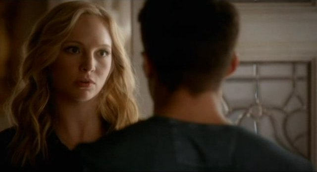 The Vampire Diaries S4x06 - Caroline arrives with Ty's box