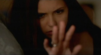The Vampire Diaries S4x06 - Elena awakes with the ring back on her finger