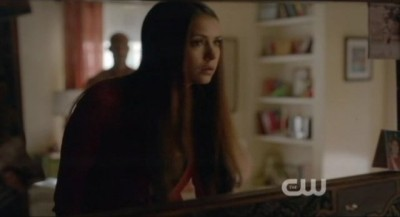 The Vampire Diaries S4x06 - Elena's sees freaky Connor in the mirror