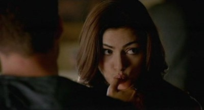 The Vampire Diaries S4x06 - Hayley remembers to lick her thumb with Klaus