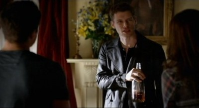 The Vampire Diaries S4x06 - Klaus back from Italy visits Elena