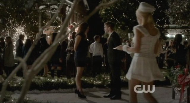 The Vampire Diaries S4x09 - Christmas party time in Mystic Falls