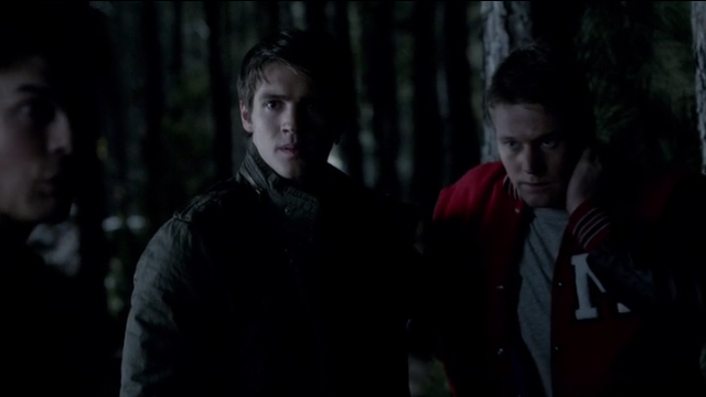 The Vampire Diaries S4x11 - Jer and Matt out in the woods hunting vamps or being hunted