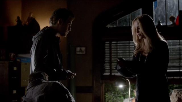 The Vampire Diaries S4x11 - Rebekah picks Elena's call to Stefan