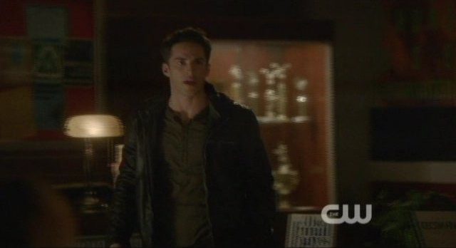 The Vampire Diaries S4x10 - Tyler is battling with himself