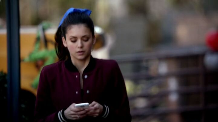 The Vampire Diaries S4x16 - Elena planning trouble via text