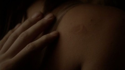 The Vampire Diaries S4x16 - Hayley's birth mark fascinates Klaus