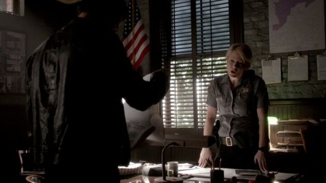 The Vampire Diaries S4x16 - Sheriff Liz argues with Stefan about the fire and also the missing blood supplies