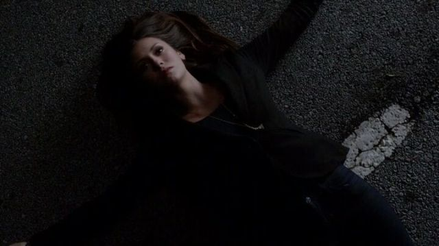 The Vampire Diaries S4x16 - Elena playing the dead to feed