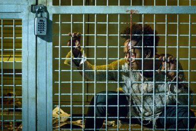 Van Helsing S1x01 Rukiya Bernard as vampire infected Doc