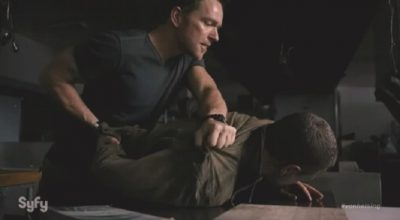 Van Helsing S1x01 Axel fights after John attacks, telling him his wife is likely dead