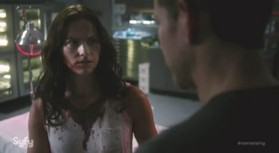 Van Helsing S1x01 Confused Vanessa chats with John on how she got here