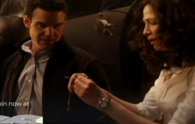 Warehouse 13 S2x01 - Myka finds Arties glasses