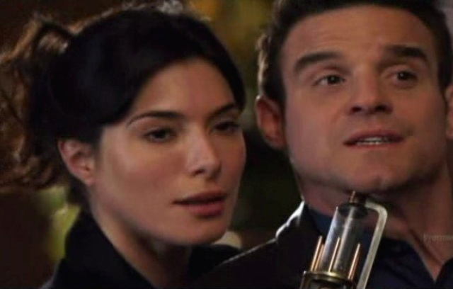 Warehouse 13 S2x01 - HG Wells Pete with gun at Petes throat