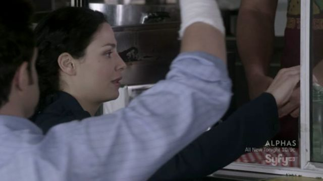 Warehouse 13 S3x10 - Myka tips food man