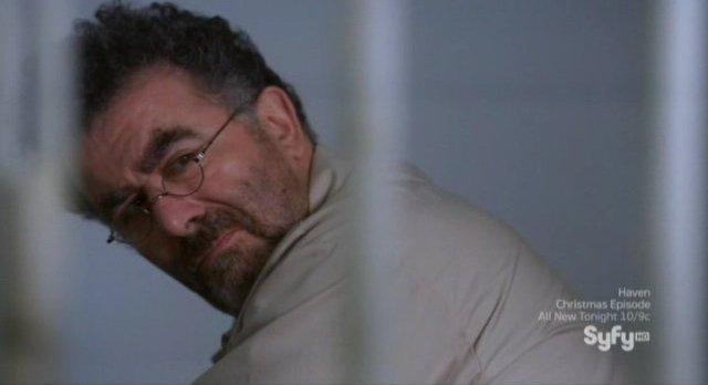 Warehouse 13 S3x13 - Artie in prison