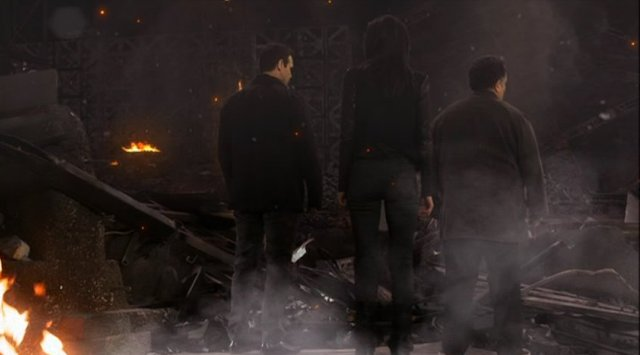 Warehouse 13 S4x01 - Pete, Myka and Artie in the rubble